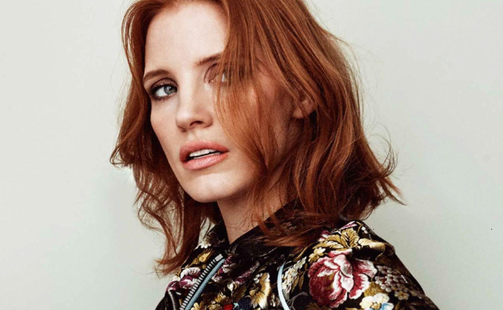 Jessica é capa da edição de outubro da revista Elle France