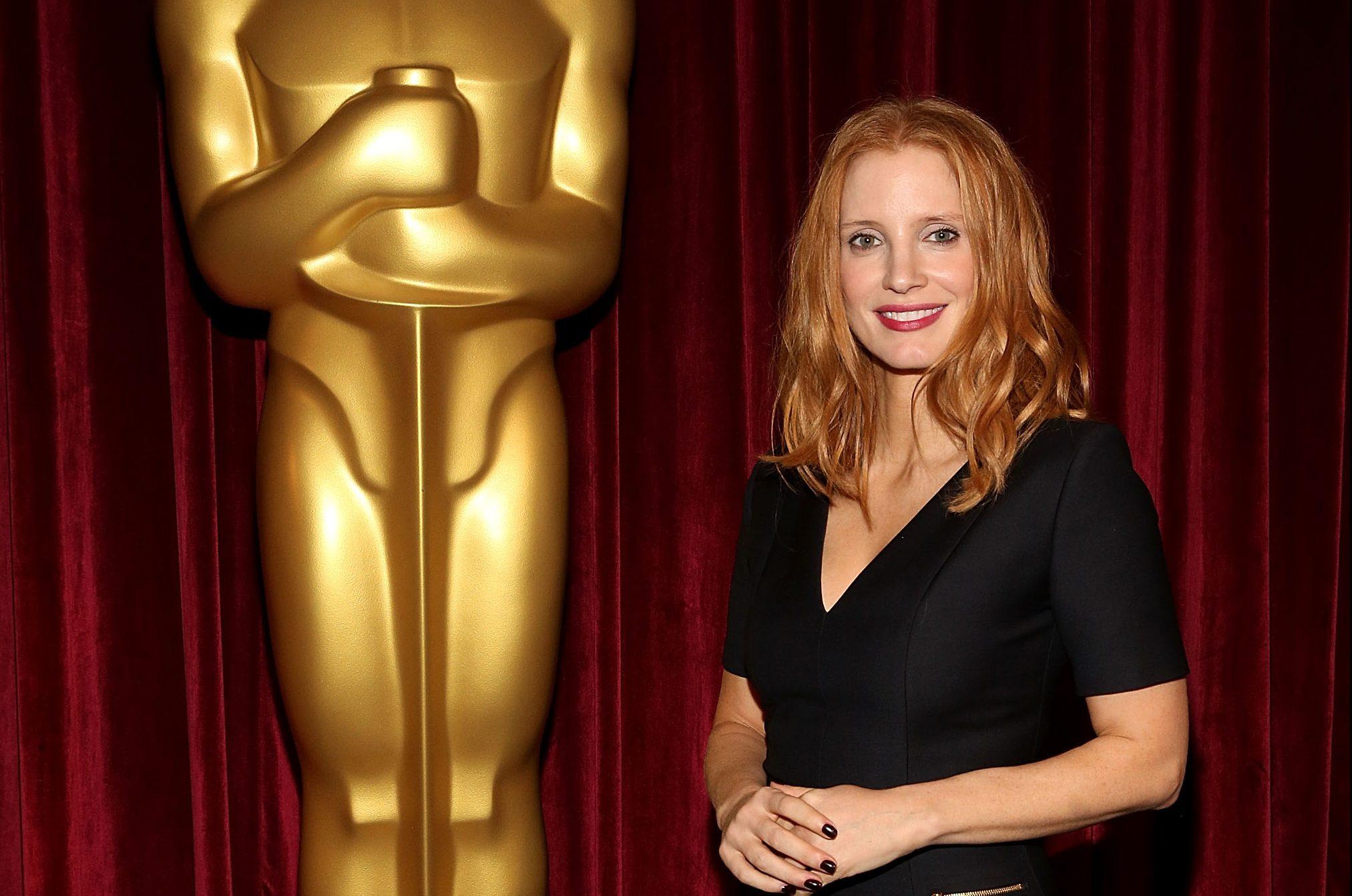 Jessica comparece à exibição de Miss Sloane oferecida pela Academia de Artes e Ciências Cinematográficas