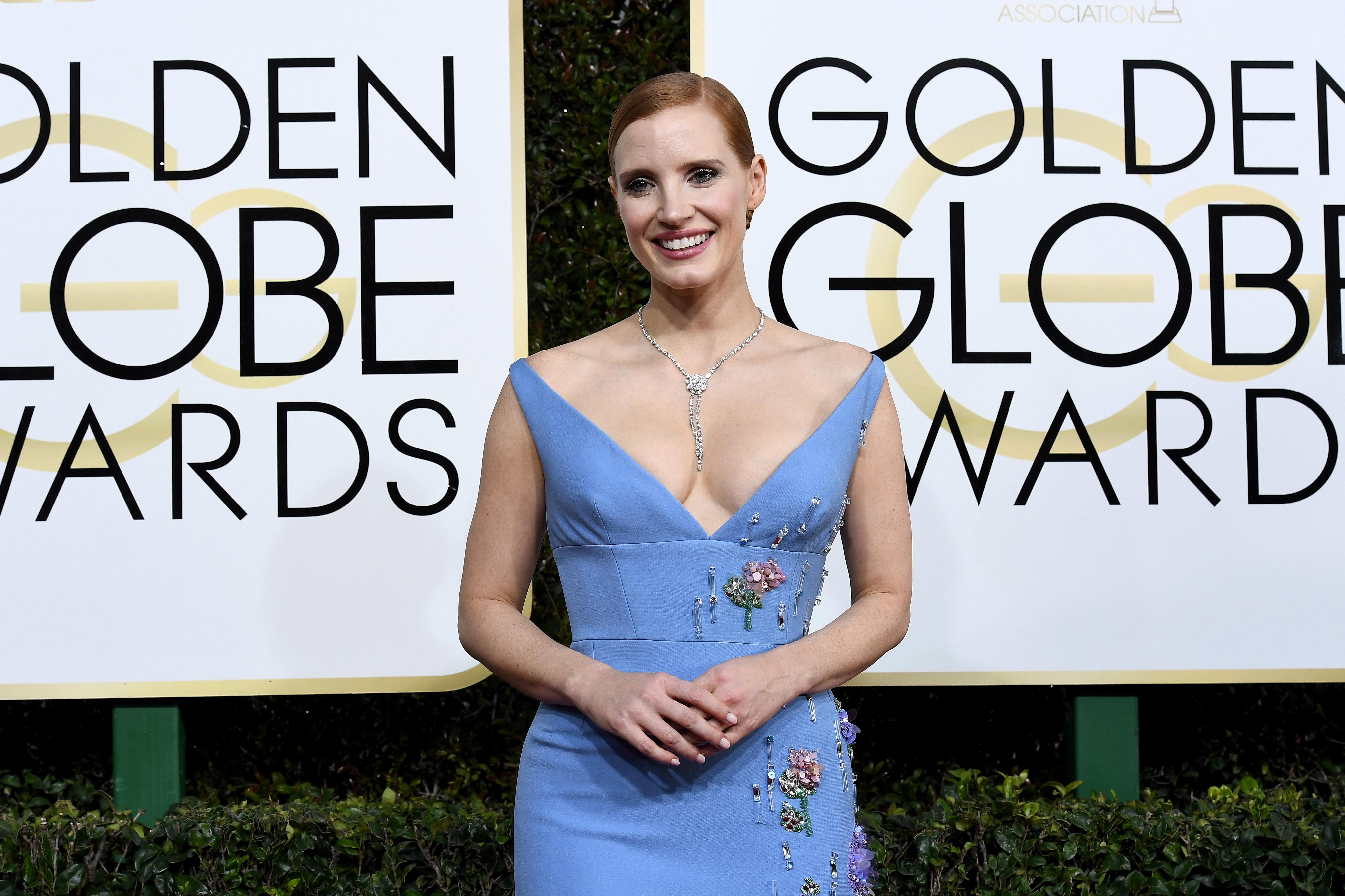 Jessica comparece à 74ª edição do Globo de Ouro
