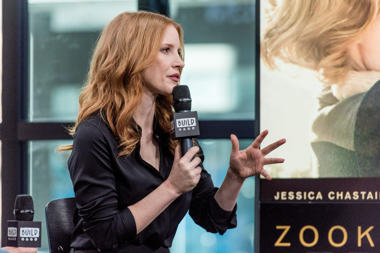 "Jessica e Niki Caro concedem entrevista ao ""AOL Build Series"""