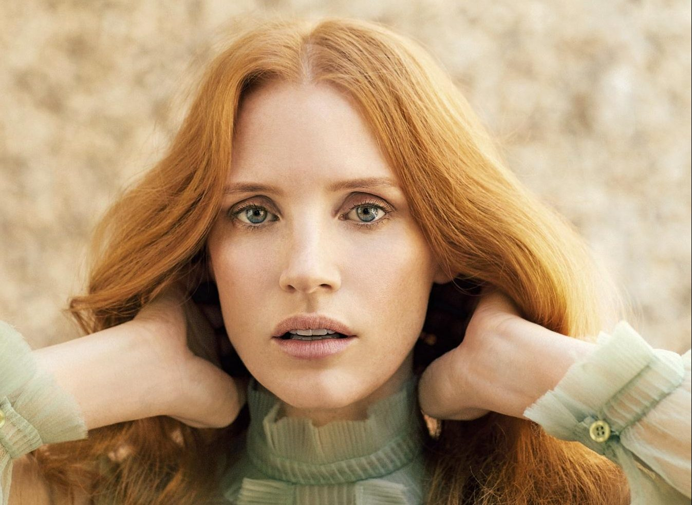 Jessica é capa da edição de dezembro da ES Magazine