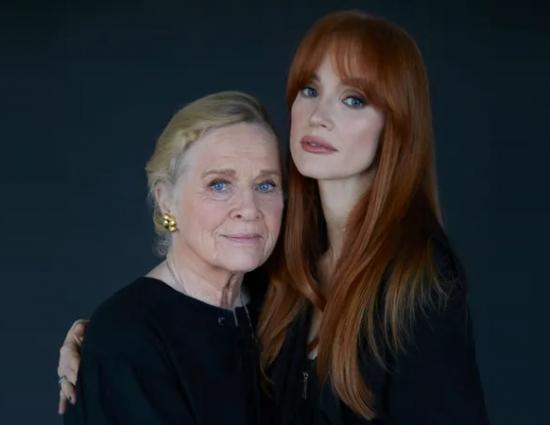 """Mesmo papel, 48 anos de diferença Jessica Chastain reprisa a personagem de Liv Ullmann em """"Scenes From a Marriage""""."""